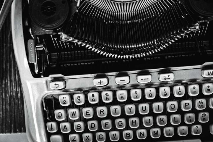 larry-mcmurtry-hermes3000-manual-typewriter